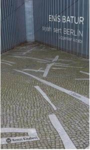 Siyah Sert Berlin (Üçgenler Kitabı)